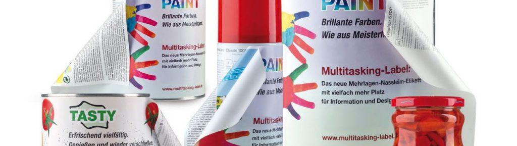 Mehrlagige Nassklebe-Etiketen angebracht auf Beispielprodukten.